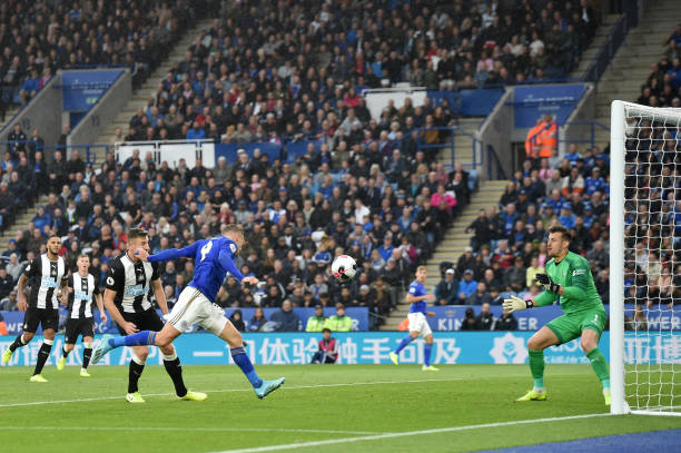 jamie-vardy-of-leicester-city-scores-his-teams-fourth-goal-during-the-picture-id1177886650