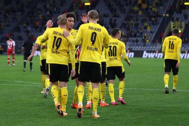 borussia-dortmund-players-celebrate-after-felix-passlack-of-borussia-picture-id1278273941