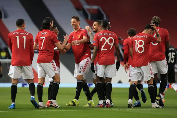 edinson-cavani-of-manchester-united-celebrates-scoring-the-opening-picture-id1232328874