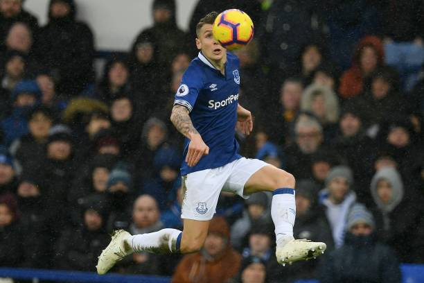 evertons-french-defender-lucas-digne-jumps-to-control-the-ball-during-picture-id1081772920