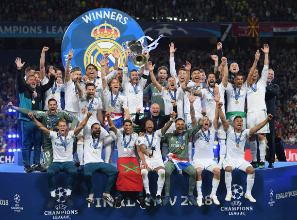 real-madrid-captain-sergio-ramos-lifts-the-trophy-after-winning-the-picture-id963232034