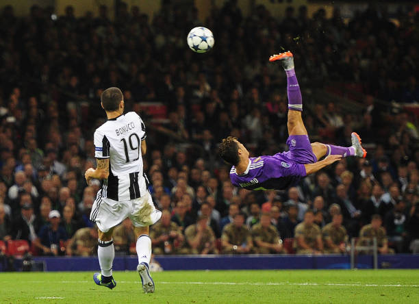 cristiano-ronaldo-of-real-madrid-shoots-with-an-overhead-kick-during-picture-id692251500